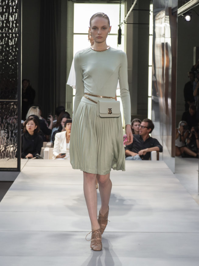 burberry-spring-summer-2019-collection-look-14-654x872