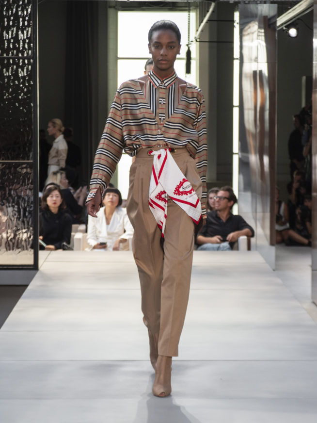 burberry-spring-summer-2019-collection-look-21-654x872